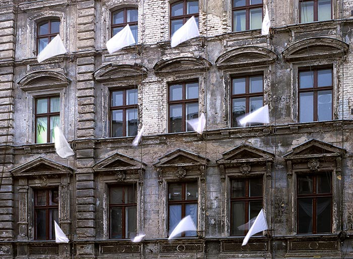 Allgemeine Kapitulation, Fassadengalerie, Augusstrasse Berlin, Roland Fuhrmann